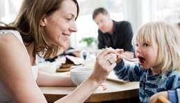 当我们的童骑士们每天的运动量变大了以后,家长们该怎么去给孩子吃好、吃得有技巧呢